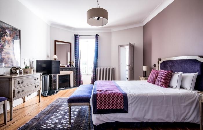 Castello 530 mq - 6 camere da letto - 15 km da Bor 900,00€