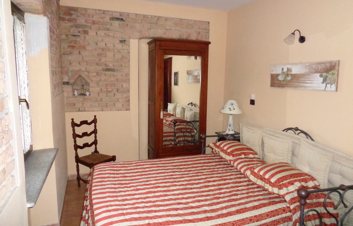 Room 4: Double room with window facing the terrace €80