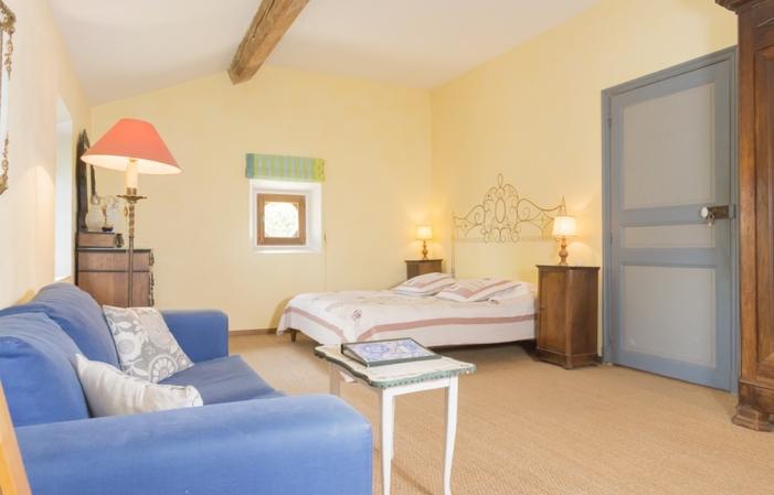 Chambre Syrah dans maison de maître 95,00€
