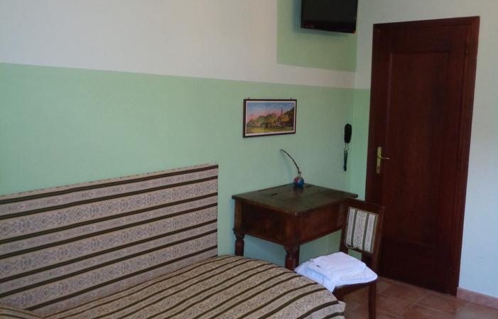 Chambre 1: chambre avec deux lits 55€