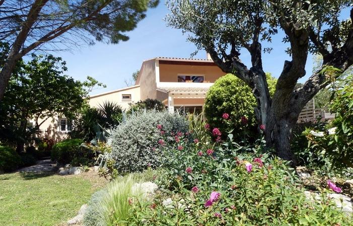 Chambre 7ème Art, Villa Aigues Vives 85€
